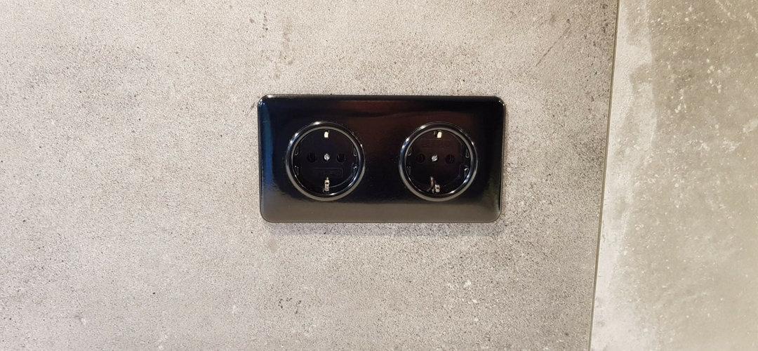 Wandcontactdoos dubbel zwart bakeliet vierkant