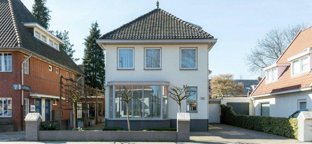 Eindhoven - Charmante vrijstaande '30 herenhuis. Voorzien van bakeliet schakelmateriaal